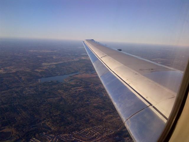 IMG-Airplane Wing